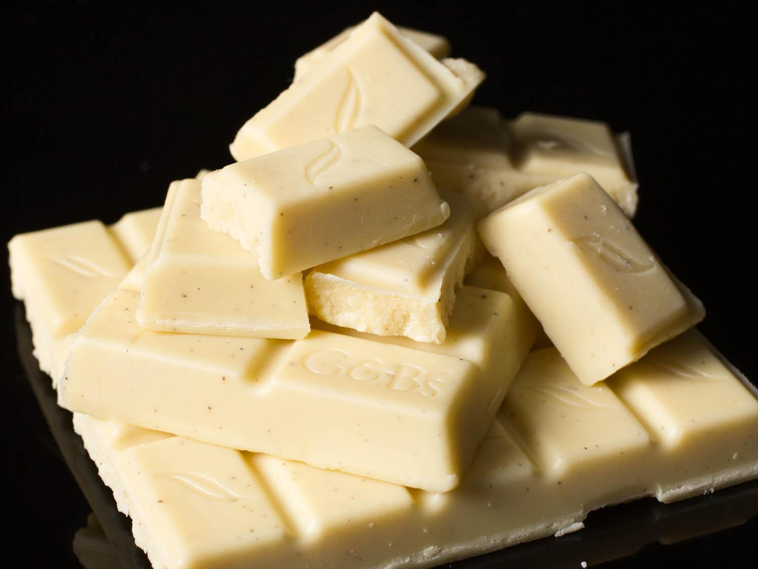 white chocolate Five ingredients and 15 minutes is all you need to make yummy white chocolate sauce – perfect for desserts.