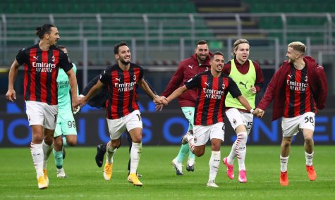 MILAN, ITALY - OCTOBER 17:  The players of the AC Milan celebrate a victory at the end of the Serie A match between FC Internazionale and AC Milan at Stadio Giuseppe Meazza on October 17, 2020 in Milan, Italy.  (Photo by Marco Luzzani/Getty Images)