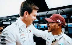 Hamilton finally renews contract with Mercedes